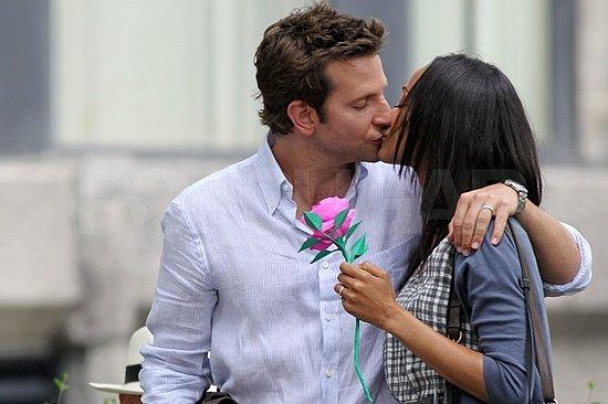 Bradley-Cooper-Zoe-Saldana-Kissing-Pictures