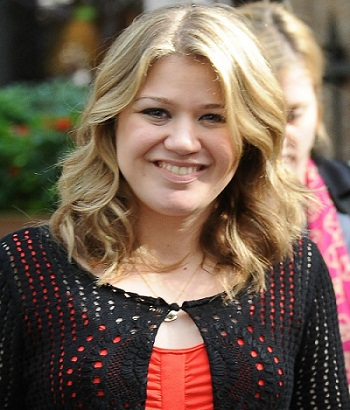 kelly-clarkson-super-nova-02