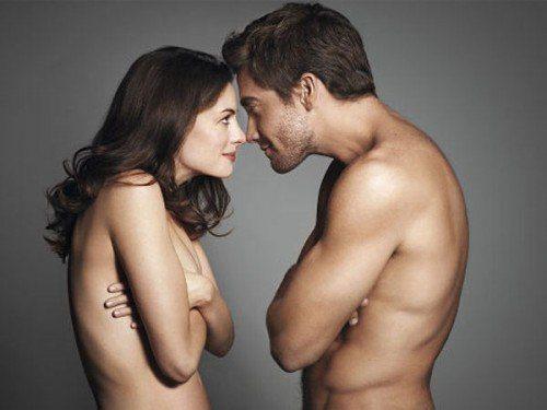 x8 jake-gyllenhaal-anne-hathaway-nude-500x375